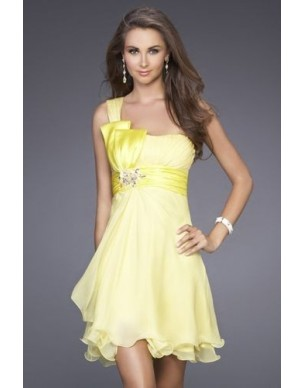 žluté krátké šaty plesové